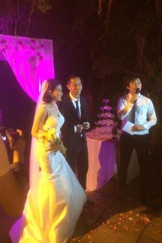 Nữ ca sĩ rạng ngời hạnh phúc bên chồng trong tiệc cưới. - Tin sao Viet - Tin tuc sao Viet - Scandal sao Viet - Tin tuc cua Sao - Tin cua Sao
