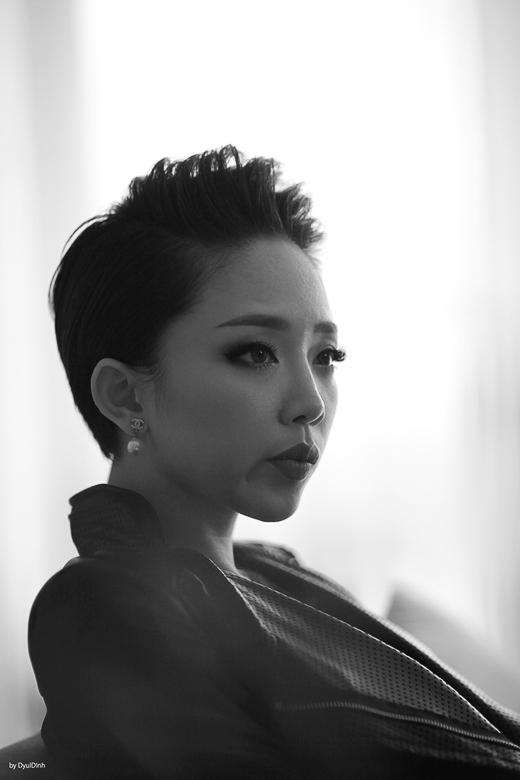 Đây là sản phẩm âm nhạc đầu tiên sau 5 năm cô qua Mỹ theo học ngành y khoa và hoạt động nghệ thuật với cộng đồng người Việt hải ngoại, Tóc Tiên chính thức có một MV được đầu tư lớn với một ekip chuyên nghiệp. - Tin sao Viet - Tin tuc sao Viet - Scandal sao Viet - Tin tuc cua Sao - Tin cua Sao