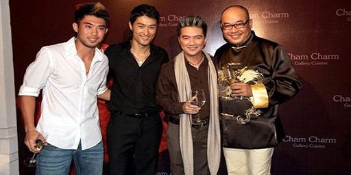 Lee Nguyễn trong một buổi tiệc ở dinh thự của đại gia Khải Silk (bên phải)