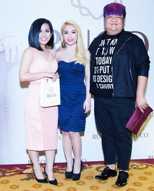 MiA và Vương Khang cũng đến tham dự buổi khai trương. - Tin sao Viet - Tin tuc sao Viet - Scandal sao Viet - Tin tuc cua Sao - Tin cua Sao