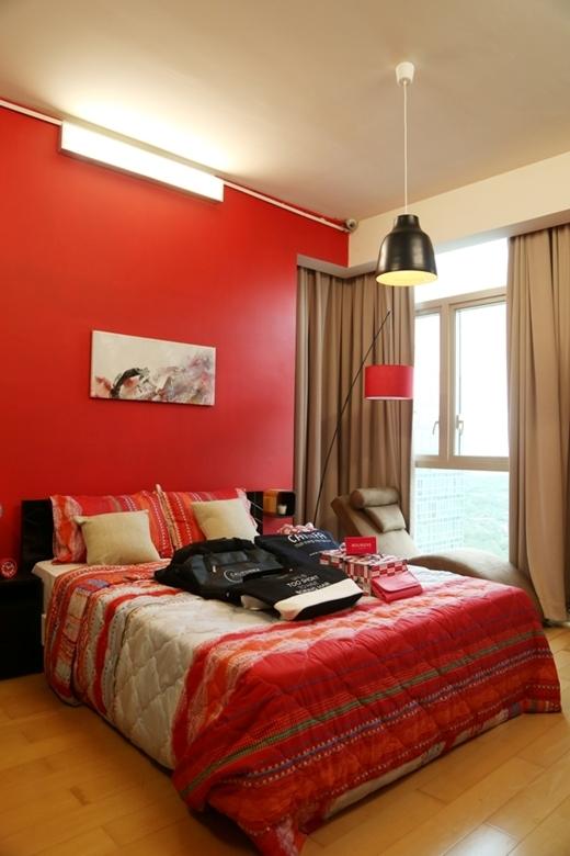 Phòng ngủ nữ có gam màu nóng vô cùng mạnh mẽ.