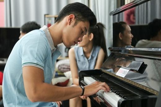 Chiếc đàn piano là một trong những điều gắn kết các thí sinh với nhau sau những giờ trải nghiệm, thứ thách khắc nghiệt.