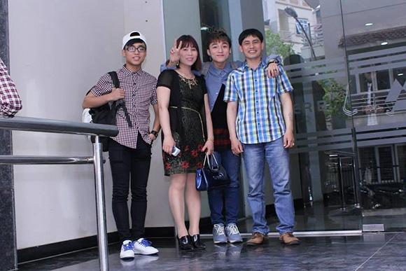 Sơn Tùng cùng bố mẹ và em trai - Tin sao Viet - Tin tuc sao Viet - Scandal sao Viet - Tin tuc cua Sao - Tin cua Sao