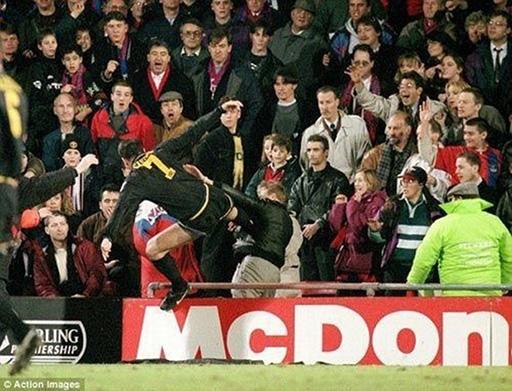 Eric Cantona tự bôi nhọ hình ảnh của mình sau pha kungfu vào CĐV của Crystal Palace.