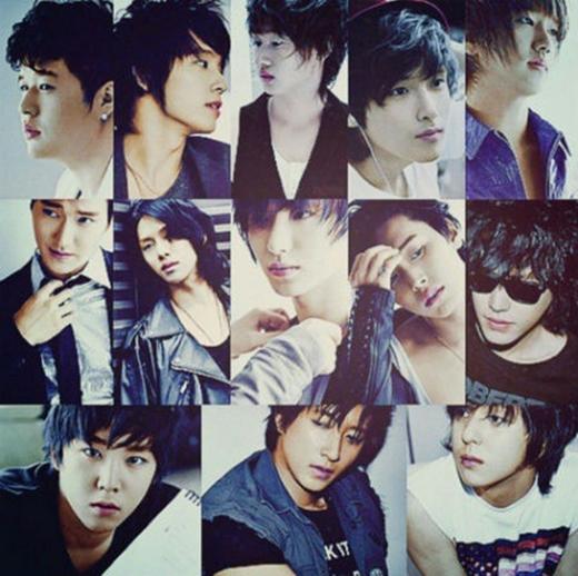 Heechul khoe hình Super Junior kỷ niệm 9 năm ra mắt.