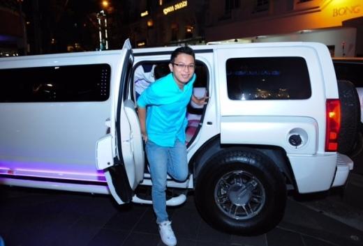 """Minh Tâm rạng rỡ đến buổi tiệc của chính mình trên chiếc xe Limousine mà Samsung đặc biệt chuẩn bị cho người chiến thắng của """"Tiệc vui cùng Samsung"""""""