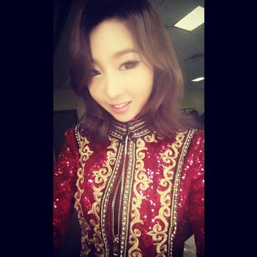 Minzy hào hứng chào buổi sáng với các fan với nụ cười ngọt ngào