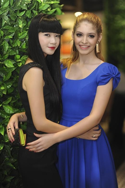 Andrea và người mẫu Hạ Vy - giám đốc công ty Venus
