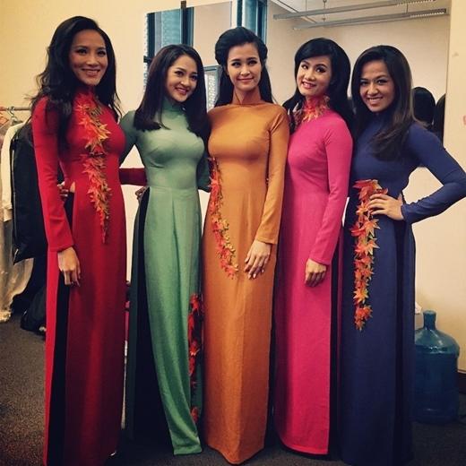 Bảo Anh 'đọ' vẻ dịu dàng, nữ tính trong bộ áo dài truyền thống bên cạnh Đông Nhi cùng những đàn chị trong nghề.