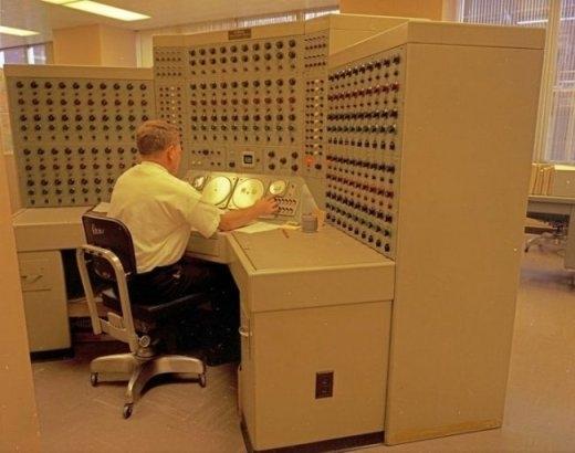 Chiếc máy tính này từng được xem là nhỏ gọn và hiện đại nhất thế giới vào năm 1968