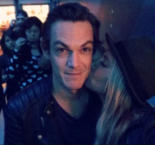 Ashley Tisdale và Chris French không ngại thể hiện tình cảm ở chốn đông người
