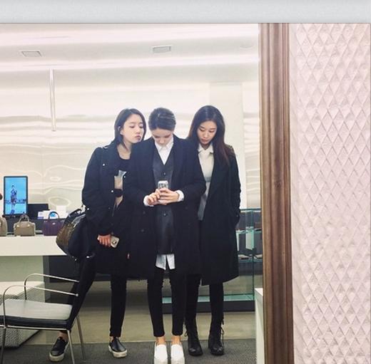 Hyomin nhí nhảnh khoe hình chụp cùng Jiyeon và Eunjing khiến fan vô cùng thích thú.