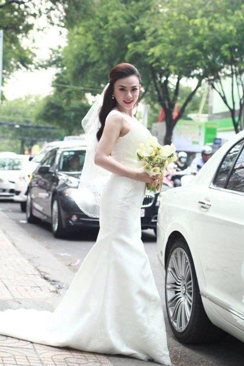 Thu Thủy đẹp tinh khôi trong ngày cưới.