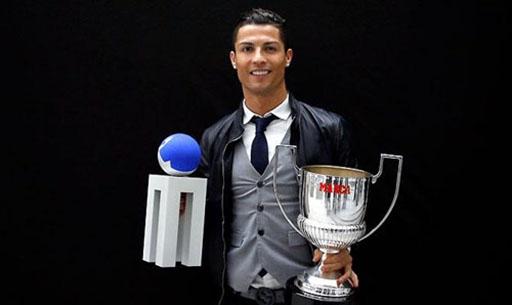 C.Ronaldo nhận giải thưởng của tờ Marca