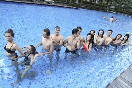 Top 14 quậy tưng bừng cả hồ bơi.