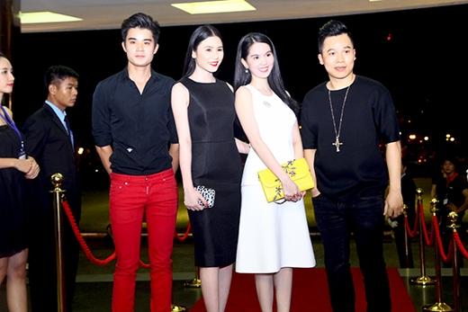 Ngọc Trinh đi cùng ông bầu Vũ Khắc Tiệp và các người mẫu trong công ty Venus - Tin sao Viet - Tin tuc sao Viet - Scandal sao Viet - Tin tuc cua Sao - Tin cua Sao