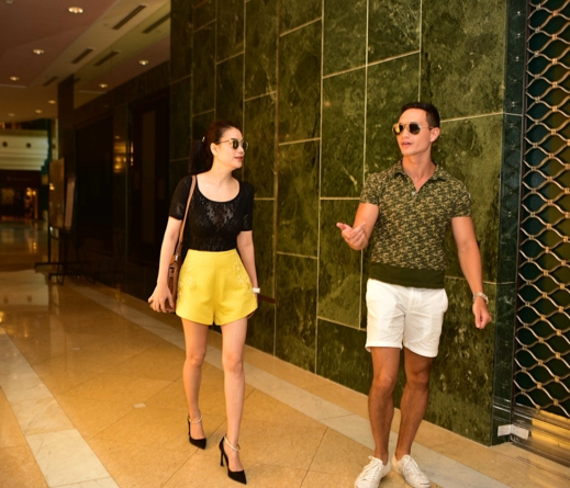 Trương Ngọc Ánh và Kim Lý đều chọn kiểu ăn mặc trẻ trung và khỏe khoắn - Tin sao Viet - Tin tuc sao Viet - Scandal sao Viet - Tin tuc cua Sao - Tin cua Sao