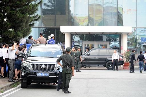 Beckham nổi tiếng thân thiện, lịch lãm nhưng khi đến sân bay Tây Sơn Nhất thì gần như không phóng viên nào có thể chụp ảnh, tiếp cận được cựu tiền vệ Man United (ảnh Nguyên Trương).