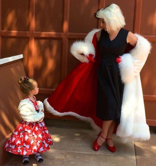 'Cruella de Vil lớn' săn sóc cho 'Cruella de Vil bé'
