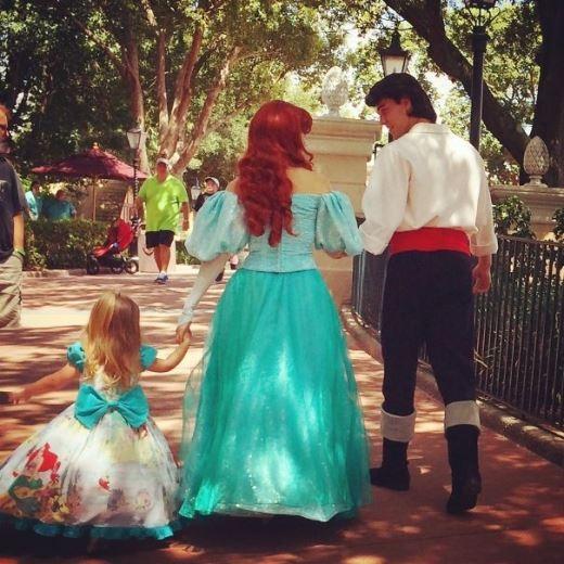 Gia đình hạnh phúc của nàng tiên cá Ariel