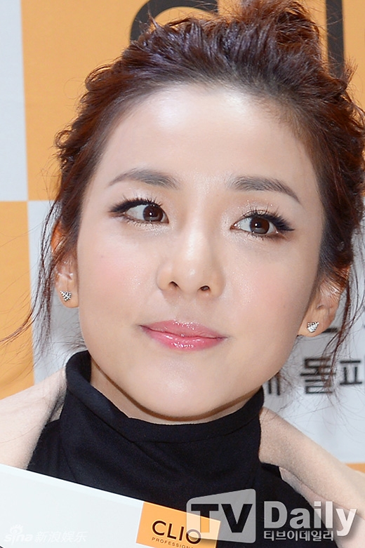 Vẻ đẹp trẻ trung không tì vết của Dara