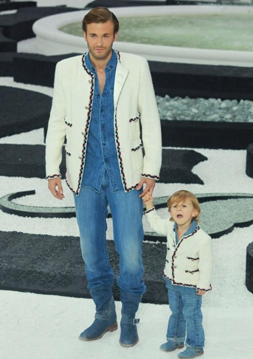 Hudson lần đầu tiên diễn cùng bố