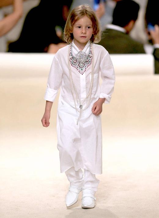 Hình ảnh mới nhất của Hudson trên sàn diễn thời trang