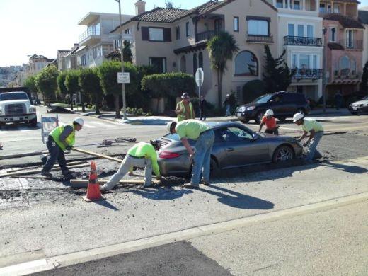 Không biết tài xế đã nghĩ gì khi lái xe vào phần đường bê tông chưa khô