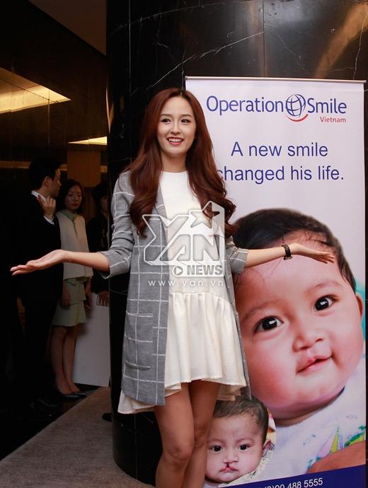 Đại sứ tại Việt Nam Mai Phương Thúy ăn mặc giản dị và trẻ trung