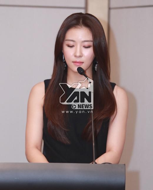 """Ha Ji Won phát biểu: """"Tôi thấy vinh dự khi được là đại sứ của Operation Smile. Việc có thể giúp đỡ những trẻ em bất hạnh hơn, luôn là điều nằm trong trái tim tôi. Chúng ta ở đây vì một nhiệm vụ duy nhất - đó là giúp đỡ, mang lại cuộc sống hạnh phúc hơn cho các em""""."""
