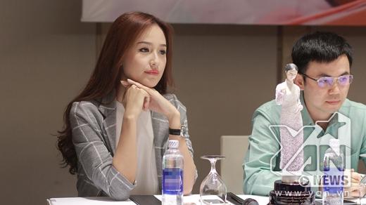"""Mai Phương Thúy chia sẻ, cô thường xem nhiều phim Hàn và thích Ha Ji Won từ lúc còn bé. Đại sứOperation SmileViệt Nam cũng thẳng thắn tiết lộ, cô trở thành fan của Ha Ji Won từ khi nữ diễn viên này diễn xuất trong phim """"Hợp đồng nô lệ"""". Chính vì vậy, hôm nay là lần đầu tiên được gặp diễn viên mà mình yêu mến, Mai Phương Thúy rất hồi hộp."""