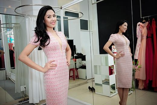 Nguyễn Thị Loan khá là 'ưng' những mẫu váy với đường xẻ táo bạo như thế này. - Tin sao Viet - Tin tuc sao Viet - Scandal sao Viet - Tin tuc cua Sao - Tin cua Sao