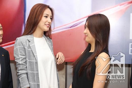 Mai Phương Thúy hào hứng trò chuyện với Ha Ji Won