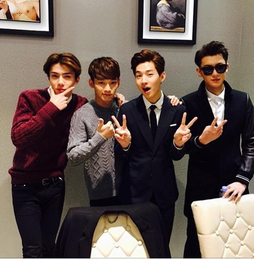 Sehun 'cực ngầu' cùng Chen, Henry và Tao