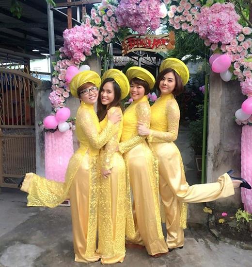 Đội hình nhận tráp là những cô gái diện áo dài vàng nổi bật. - Tin sao Viet - Tin tuc sao Viet - Scandal sao Viet - Tin tuc cua Sao - Tin cua Sao