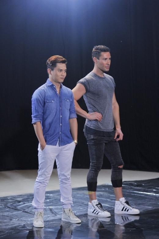 Giám khảo Nam Trung và William luôn đồng hành cùng các thí sinh trong các buổi chụp ảnh.
