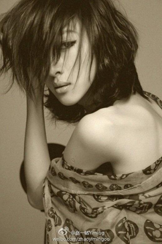 Sống mũi thẳng tắp, bờ môi cong gợi cảm của Yiming Zhao là niềm mơ ước của nhiều cô gái.