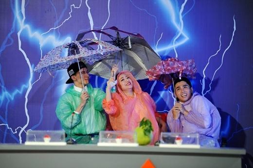 """khiến cả nhóm bị """"tắm mưa"""" oan."""