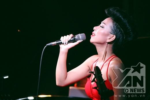 Người nghe được dịp thả hồn hơn vào những ca khúc nhẹ nhàng, với giai điệu dễ nghe, dễ cảm. Đây là bước đánh dấu sự trưởng thành trong phong cách âm nhạc củaThảo Trang, thể hiện một góc suy nghĩ chín chắn và trưởng thành hơn của cô về cuộc sống cũng như tình yêu. - Tin sao Viet - Tin tuc sao Viet - Scandal sao Viet - Tin tuc cua Sao - Tin cua Sao