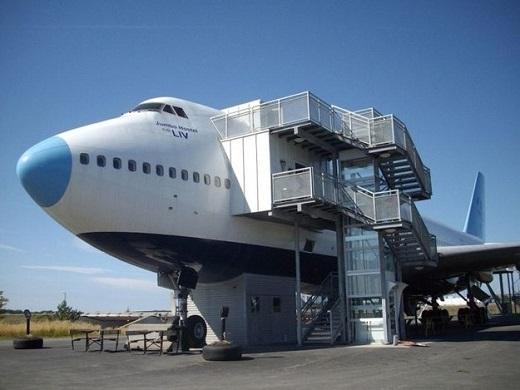 Các bạn sẽ có cơ hội ngủ trong cabin một chiếc Boeing 747-200 đích thực