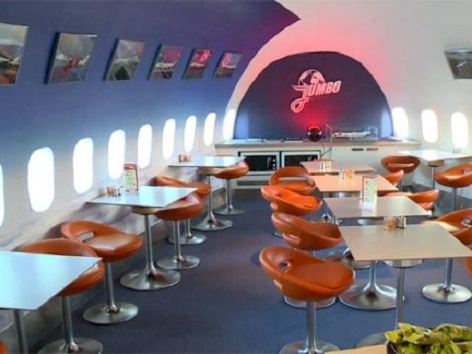 Một trong những nhà hàng trên máy bay