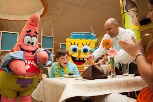 Sự hiện diện của các nhân vật hoạt hình sẽ khiến buổi tiệc sinh nhật thêm thú vị