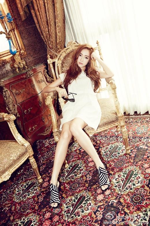 Hình ảnh mới nhất của Jessica trên trang weibo của Blanc Group