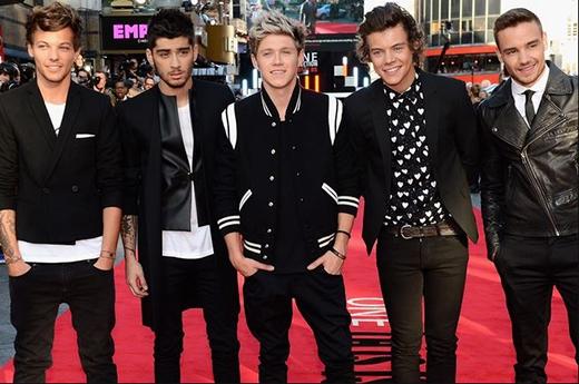 One Direction tại buổi ra mắt phim của họ 'One Direction: This Is Us' tại London vào ngày 20/8/2013. Đây cũng là ngày mà Zayn và Perrie công bố về việc đính hôn. Sự việc đã khiến hàng triệu trái tim trên toàn thế giới 'tan vỡ'.