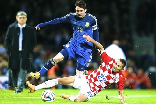 Messi giỏi ghi bàn nhưng chỉ là tay mơ trên chiếu bạc.