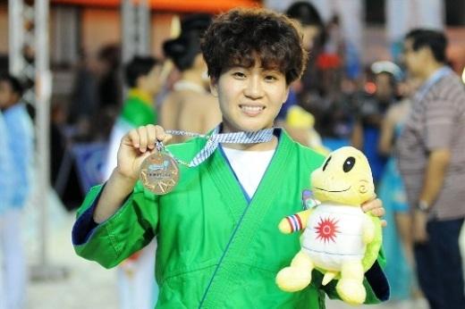 Nữ võ sĩ Văn Ngọc Tú lần thứ ba đoạt HC vàng châu lục ở môn kurash. Ảnh: ABG4