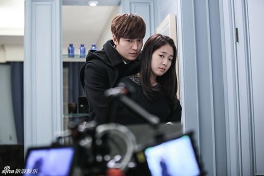Không cần phải bàn cãi khi Lee Min Ho được coi là chàng bạch mã xứng đôi với Park Shin Hye nhất. Với sự thành công của bộ phim The Heirs, tần suất ảnh hưởng của cả hai đã lan rộng ra khắp các nước trong khu vực Châu Á. Lee Min Ho và Park Shin Hye luôn ca ngợi nhau trong những buổi phỏng vấn, thậm chí có tin đồn cho rằng hai người đang hẹn hò sau khi bộ phim The Heirs kết thúc. Tuy nhiên, cả hai đều lên tiếng phủ nhận.