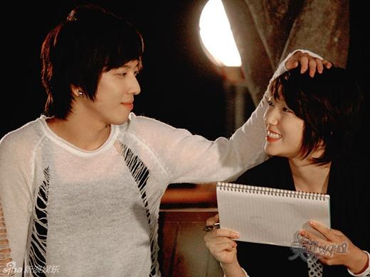Cũng trong bộ phim You're Beautiful, hai chàng trai luôn đem đến niềm vui cho Park Shin Hye còn có Lee Hong Ki và Jung Yonghwa.
