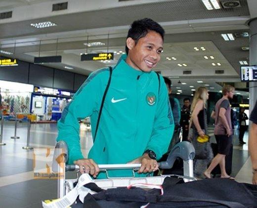 Nụ cười tự tin của 'thần đồng' bóng đá Indonesia trong lần đầu tham dự giải đấu lớn cùng ĐTQG. Evan Dimas hỏi thăm tình hình của Công Phượng và tiếc khi số 10 của U19 Việt Nam không được tham dự AFF Cup 2014