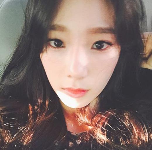 Taeyeon bất ngờ khoe gương mặt mộc xinh đẹp nhưng có chút đượm buồn